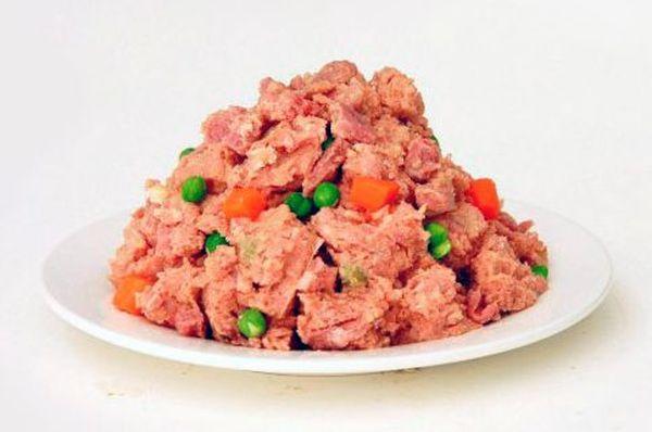 Не забывайте подкармливать щенка нежирным мясом