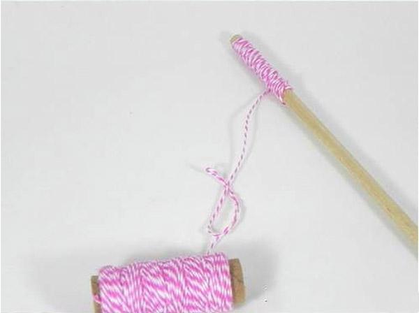 Рекомендовано использовать шнурок или толстую нить