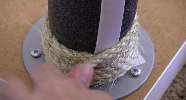 Обматывайте шнуром трубу, начиная снизу